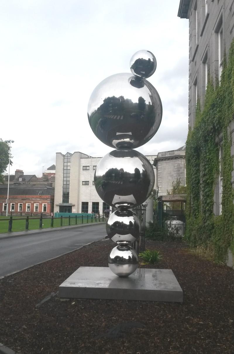 Monumento a Ernest Walton, Trinity College, Dublino